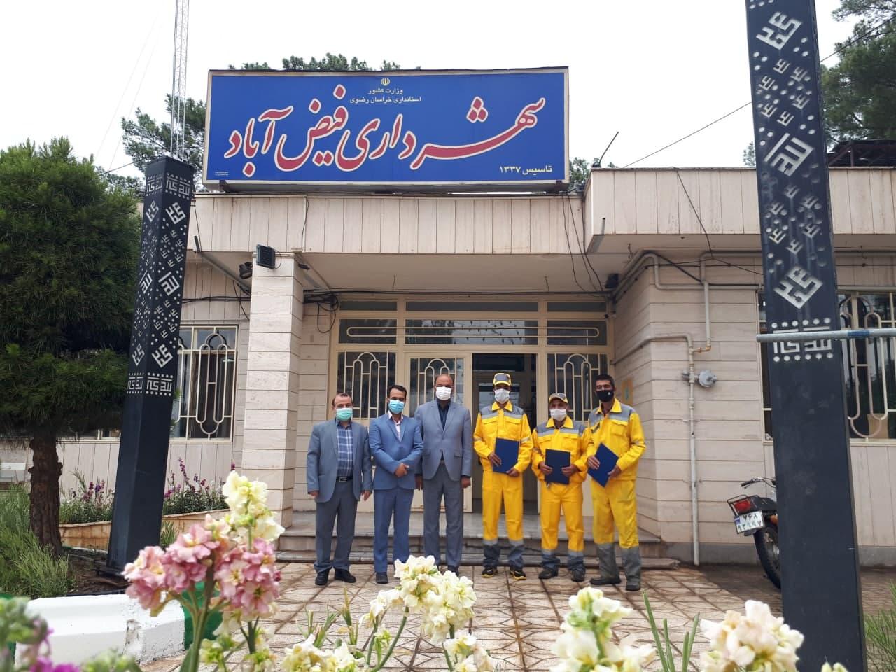 مراسم تقدیر از کارگران شهرداری فیض آباد به مناسبت روز کارگر برگزار شد